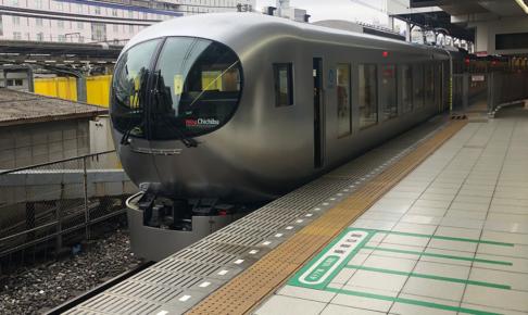 西武鉄道001系〈Laview〉