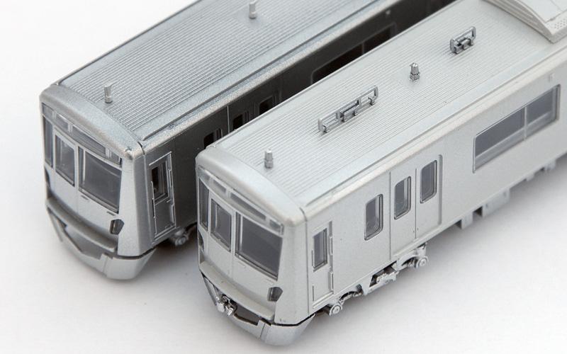試作品です(左側は新京成80000形、右側は京成3100形)
