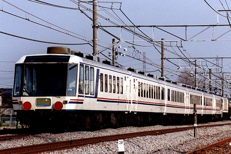 12系 和風客車 やすらぎ(Photo by: Sui-setz / Wikimedia Commons / CC-BY-SA-3.0-migrated)※画像の車両は商品と仕様が異なる場合があります
