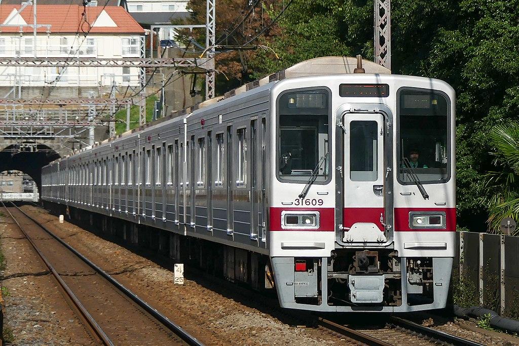 東武鉄道30000系(Photo by:MaedaAkihiko / Wikimedia Commons / CC-BY-SA-4.0)※画像の車両は商品とは仕様が異なることがあります