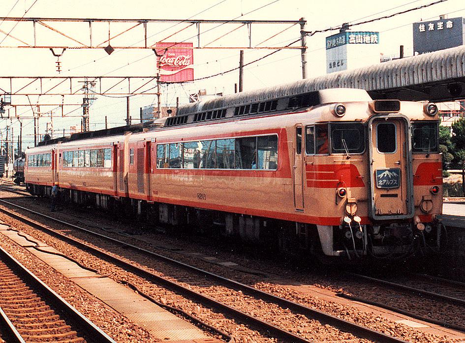 名鉄キハ8200系(Photo by: spaceaero2 / Wikimedia Commons / CC-BY-3.0)※画像の車両は商品と仕様が異なる場合があります