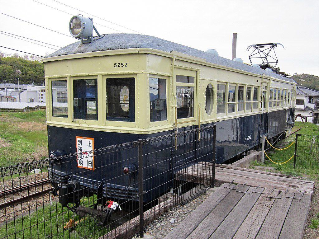 上田交通 モハ5250形(Photo by: Suikotei / Wikimedia Commons / CC-BY-SA-4.0)※画像の車両は商品とは仕様が異なります