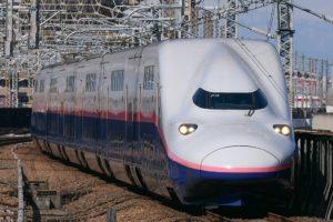 E4系(Photo by:MaedaAkihiko / Wikimedia Commons / CC-BY-SA-4.0)※画像の車両は商品とは仕様が異なることがあります