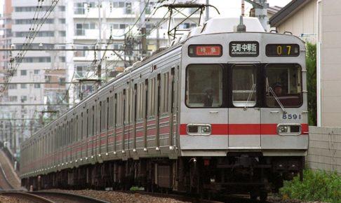 東急電鉄8590系(Photo by:Yaguchi / Wikimedia Commons / CC-BY-SA-3.0-migrated)※画像の車両は8693編成ではありません。商品と仕様が異なる場合があります