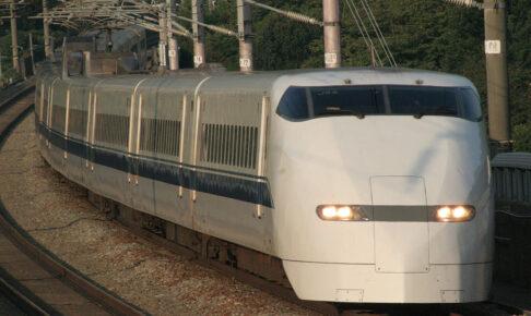300系新幹線(Photo by: Mitsuki-2368 / Wikimedia Commons / CC-BY-SA-3.0-migrated)※画像の車両は商品と仕様が異なる場合があります
